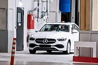 Mercedes-Benz C-класса следующего поколения впервые сфотографировали без маскировки