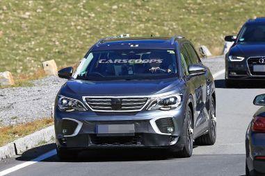 Volkswagen попытался замаскировать совершенно новый электрокросс ID.6 под Peugeot