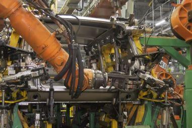 АвтоВАЗ запустил роботизированную сварку пятидверной Lada 4x4