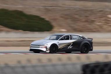 Lucid Air сровнял с землей рекорд Tesla Model S на легендарной американской трассе