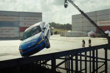 ВИДЕО: Kia K5 делает 360-градусный разворот в воздухе