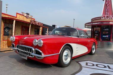 В Китае будут выпускать реплику легендарного Шевроле Корветт 50-х годов (ФОТО)