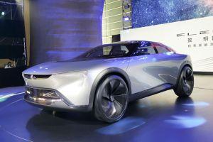 GM показал футуристичный купе-кроссовер марки Бьюик