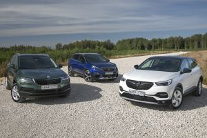 Opel Grandland X и Peugeot 3008 против Skoda Karoq. Трое из лодки
