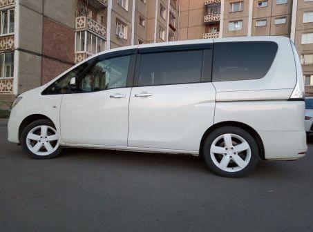 Nissan Serena 2010 - отзыв владельца