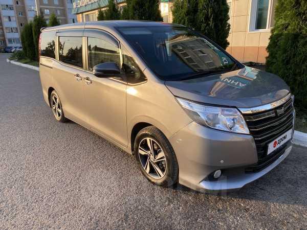 Toyota Noah, 2015 год, 1 360 000 руб.