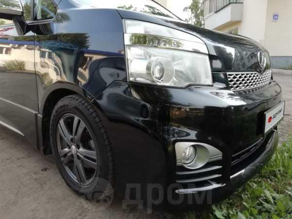 Toyota Voxy, 2013 год, 1 100 000 руб.