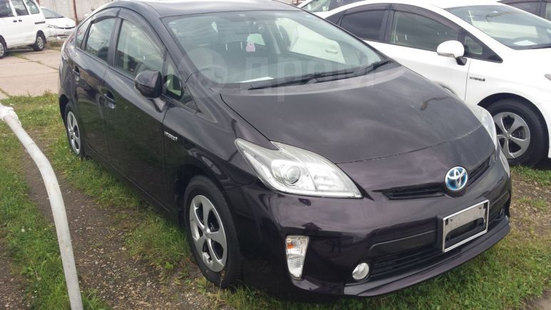 Toyota Prius, 2013 год, 829 000 руб.