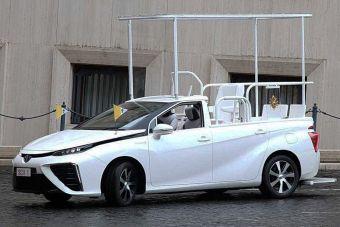 Машину подарили от имени Toyota и католических епископов Японии.