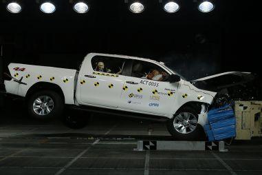 Новые Toyota Hilux и Fortuner получили по пятерке в краш-тесте