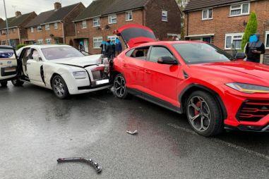 Водитель Rolls-Royce Ghost сбежал с места происшествия после столкновения с Lamborghini Urus