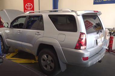 Опрятный на первый взгляд внедорожник Toyota 4Runner оказался совсем ржавым внутри (видео)