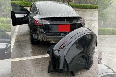 Tesla признала, что задний бампер Model 3 не выдерживает езды по глубоким лужам