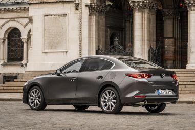В Россию прекратили поставлять Mazda 3. Проблема в утильсборе