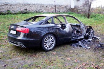 Покупатель сгоревшей машины требует ремонта у производителя