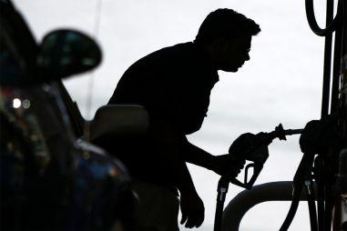 В Екатеринбурге поймали жуликов, которые продавали бензин за полцены