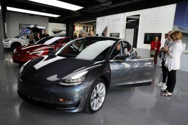 В сентябре европейцы впервые купили больше электромобилей и гибридов, чем дизельных машин