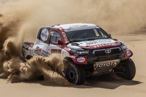 Toyota Gazoo Racing рассказала о подготовленном для «Дакара» Hilux с V8