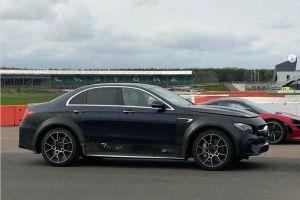 В Сети опубликовали фото необычного Mercedes E-Class на огромных колесах