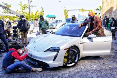 Дуэйн Джонсон сорвал съемки фильма, так как не поместился в Porsche Taycan