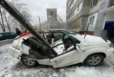 Следственный комитет выяснил, почему на Nissan во время ледяного дождя рухнул кусок многоэтажки