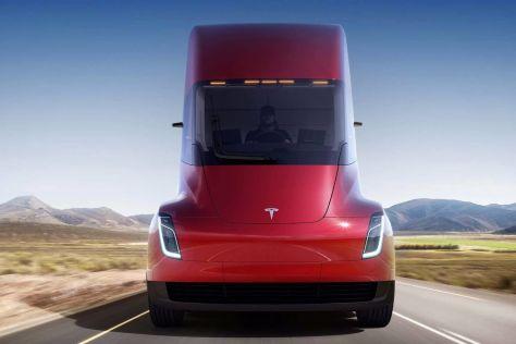 Появились новые подробности об электрическом грузовике Tesla Semi