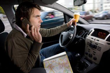 ГИБДД объяснила, как с помощью камер будет наказывать водителей за разговор по телефону