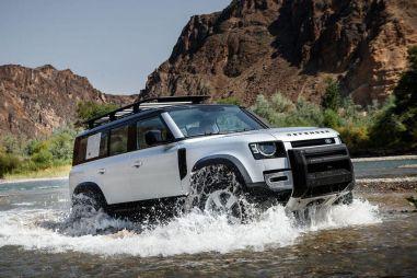 В России стартовали «живые» продажи нового Land Rover Defender: опубликованы цены