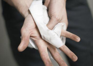 Новые влажные салфетки Tork помогут удалить промышленные загрязнения там, где нет воды