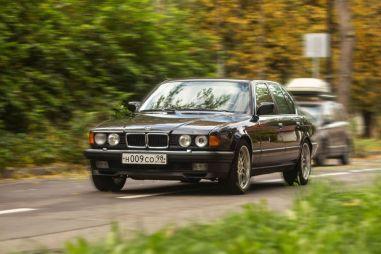 BMW 730i E32: черный «Бумер»