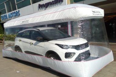 В Индии дилеры продают новые авто в воздушных пузырях в рамках борьбы с COVID-19