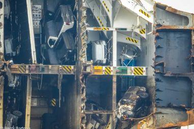 Появились первые фотографии разрезанного судна с 4 тысячами автомобилей Hyundai и Kia. ФОТО