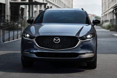 Mazda CX-30 с 2,5-литровым турбомотором поступила в продажу и оказалась не дороже Mazda 3