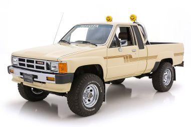 Восстановленный пикап Toyota Hilux 1986 года продают по цене двух новых