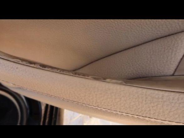 вот так выглядит внутренняя ручка переднего пассажира - видимо было очень страшно)))