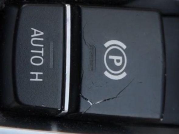видимо тянули за кнопку так - как-будто это механический ручник