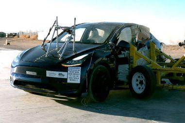 Безопасность Tesla Model Y проверили краш-тестами NHTSA (ВИДЕО)