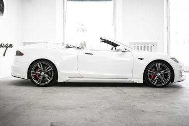 Tesla Model S лишилась крыши и пары дверей в исполнении итальянских тюнеров