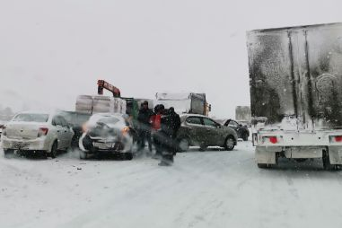 На трассе в Кемеровской области столкнулись 15 машин (ФОТО)