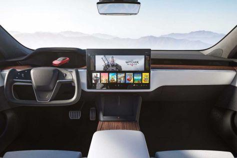 Tesla представила обновленные Model S и Model X со штурвалом вместо руля и улучшенной динамикой