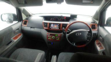 Toyota Noah, 2004