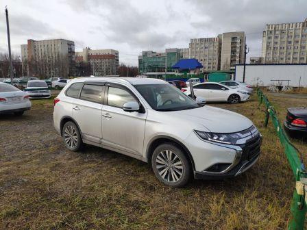 Mitsubishi Outlander 2020 - отзыв владельца