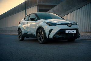 В России начались продажи «оспортивленных» Toyota C-HR и Corolla GR Sport