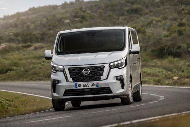 Nissan NV300 Combi стал более угловатым по примеру родственного Трафика