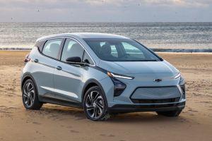 Электромобиль Chevrolet Bolt обновился, стал дешевле и обзавелся кросс-версией