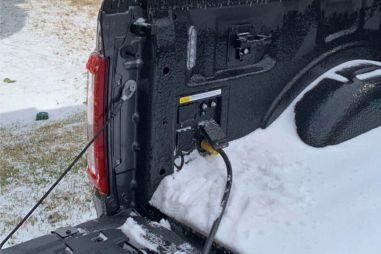 Форд просит дилеров запитать от F-150 электросети Техаса