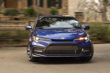 Названы самые продаваемые в мире модели. Тойота забрала «золото» и «серебро»