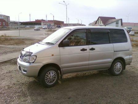 Toyota Lite Ace Noah 1999 - отзыв владельца