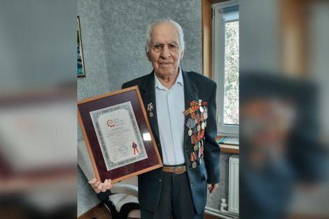 Самый пожилой водитель в России управляет Мицубиси Паджеро