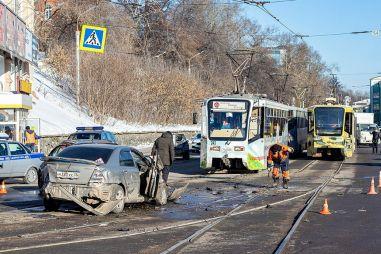 В Иркутске трамвай протаранил девять автомобилей из-за отказавших тормозов (ВИДЕО)